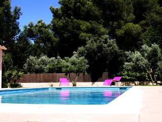 Charming apt. sleeps 4, in Velaux between Aix-en-Provence and the Blue Coast