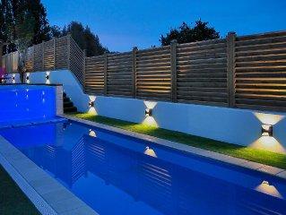 Magnifique villa avec 2 piscines privees - 5 min. des plages - 10 personnes