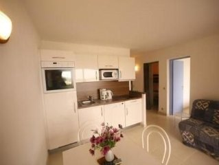Lovely garden level apartment, ds wooded residence with pool