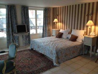 Appartement au 2ème étage face à la cour d'honneur du château de Fontainebleau