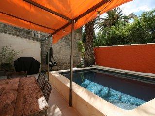 Maison de village en pierres rénovée, jardin, terrasse, piscine