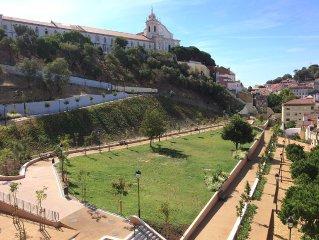 Centre historique Lisbonne vue spectaculaire Castelo 180° appart T3 + terrasse