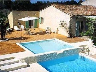 Mas plein de charme , ideal pour 3 familles avec piscine chauffee, tennis....