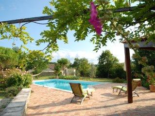 Adorable appartement d'invités au bord de la piscine