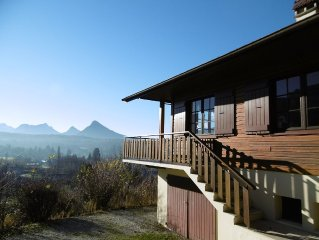 Charming cottage with beautiful views of the castle, mountains and Lake Annecy.