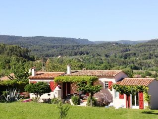 300 metres away from Flayosc, a Provençal house surrounded by vast greenery