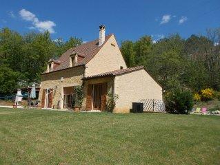 MAISON NEUVE TOUT CONFORT  avec PISCINE CHAUFFEE a Beynac-Cazenac Dordogne