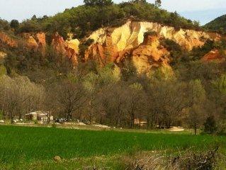 au coeur du parc regional du luberon,a l'oree du colorado provencal de Rustrel