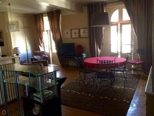 Large, comfortable apartment 10 minutes walk from the beaches, close to shops