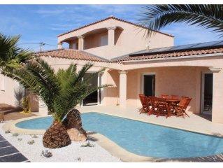 villa, jusqu'à 12 PNS piscine chauffée, jardin, proche plages et étang de thau