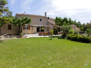 spacious house with shared pool near Avignon terrace