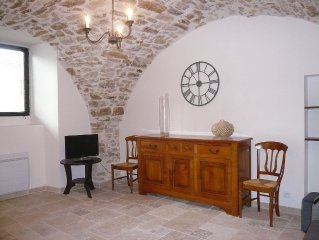 Rent small apartment in dependency Castle Salavas