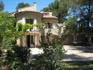 En Provence, au calme d'une pinede, gite tout confort dans propriete