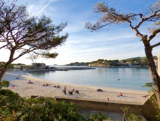 THE GULLS Villa, sea view, private beach access Renecros, 200m city center