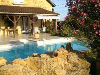 Belle demeure avec piscine pres de Sarlat et Lascaux en Perigord Noir .