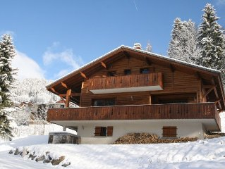 Spacious chalet sleeps 7 with jacuzzi, situated in Chatel