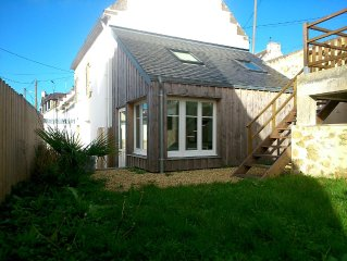 CHARMING LITTLE HOUSE AUDIERNE, 200M SEA IN UP TO 8 PEOPLE