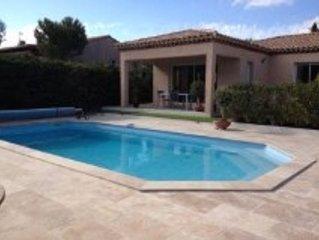 villa avec piscine et terrasse exposée plein sud