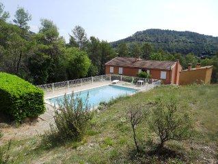 Villa independante avec piscine non partagee et cuisine d'ete.