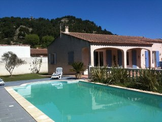 detached villa with pool in sunny Provence