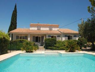 En Provence  située au milieu des vignes avec vue imprenable et piscine
