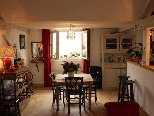 appartement de charme immeuble 19ème dans centre ville historique.