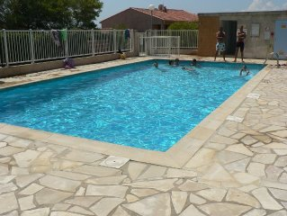 LES ISSAMBRES appart. 4 personnes proche des plages et calanques, piscine, WIFI