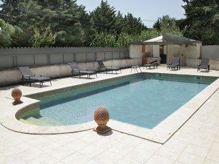 Gîte au pied des Alpilles pour 4 personnes avec piscine, au milieu des oliviers
