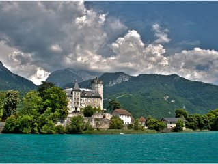 Luxury apartment view lake and mountains in Sevrier immediate prox Annecy