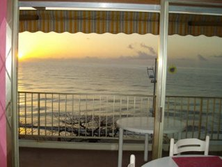 Studio with terrace, direct access to the beach,
