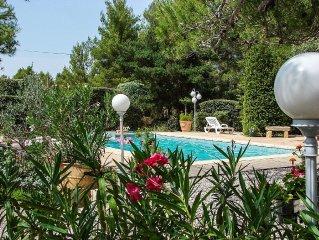Villa en pleine nature,avec piscine, pres d'Aix- en-Pce .
