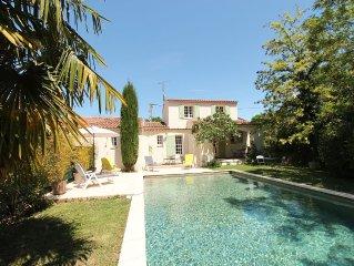 Agréable villa avec jardin  et piscine privée (classée 3 étoiles)