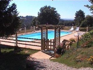 La Grange : maison en pierre avec piscine a 12 km de SARLAT