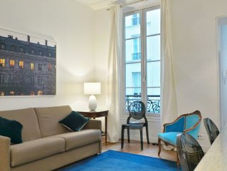 Grand Appartement moderne, 2 chambres, 2 sdbs, central, Immeuble Haussmanien.
