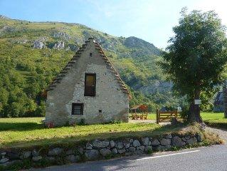 CAMPAN  Authentique grange au toit de chaume, entièrement rénovée, grand confort