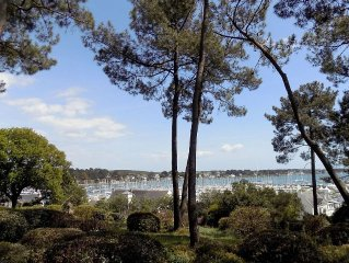2 ground garden rooms in a park overlooking the port of Trinité