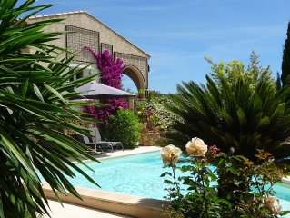 Very beautiful Provencal house sleeps 6/12 in a quiet area in Le Beausset, Var