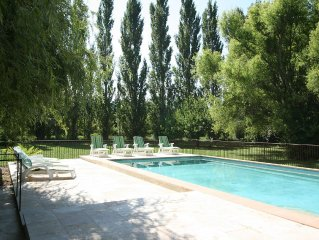 LUBERON 12KM Lourmarin ,Charming Cottage with private heated pool, Airco