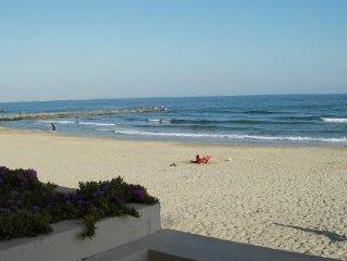 Appartement avec terrasse direct sur plage ' pieds dans l'eau'