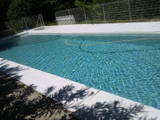 In beautiful park fenced private pool. 6pers MAX