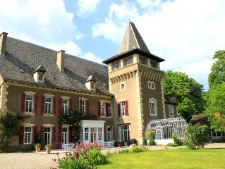 Chateau Aveyron, 15 people, indoor heated pool, nice quiet park