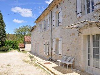 A 5 mn de Brantôme, Grande ferme rénovée ' 4 Etoiles ', parc arboré de 2000 m²