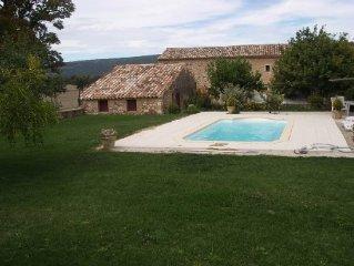 Au coeur du Luberon grand appartement avec piscine calme assuré