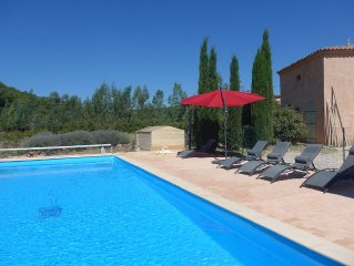 Provence area of 300 m2, 1 ha, 6 bedrooms, large swimming pool securisee