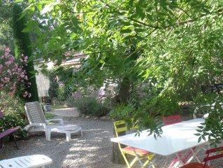 Petite maison independante pleine de charme dans village des Alpilles