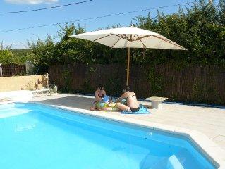 Gite avec pergola, piscine chauffee mi-saison, sauna... ,aux Gorges de l Ardeche