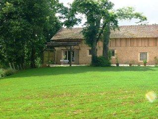 Maison independante avec terrasse ombragee, gd terrain, au calme.