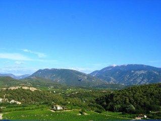 maison avec WIFI avec sa vue panoramique du Mont Ventoux et des Baronnies