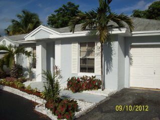 Beautiful completely updated 2/2 House in Tamarac with community pool
