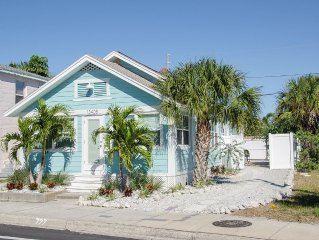 Blue Water Cottage - Walk To The Beach , Shops, Dining & Water Sports
